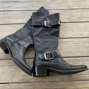 VERA WANG Lavender Chantel Black Leather Boot